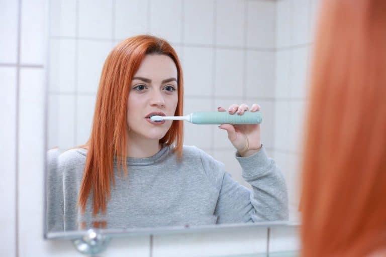 Utilisation d'une brosse à dents électrique
